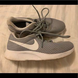 Women's Nike Tanjun Grey Size 7